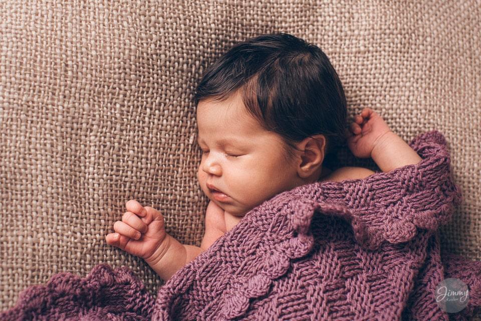 Nyfødtfotografering i studio